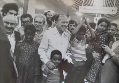 Recepcion en Barajas por el PCE en 1979 primeros niños Vacaciones en Paz