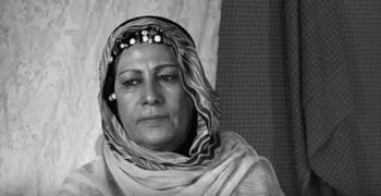 La cantante y activista Mariem Hassan, la gran embajadora de la música saharaui en el mundo, falleció a los 57 años en la Wilaya de Smara (campamentos de refugiados saharauis), tras una larga lucha contra el cáncer.