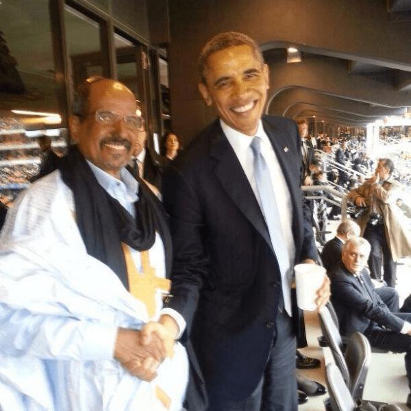 Obama con Mohamed Abdelaziz, el presidente de la República Saharaui. 10/12/2013, en el Nelson Mandela Memorial. Johannesburgo, Sudáfrica.